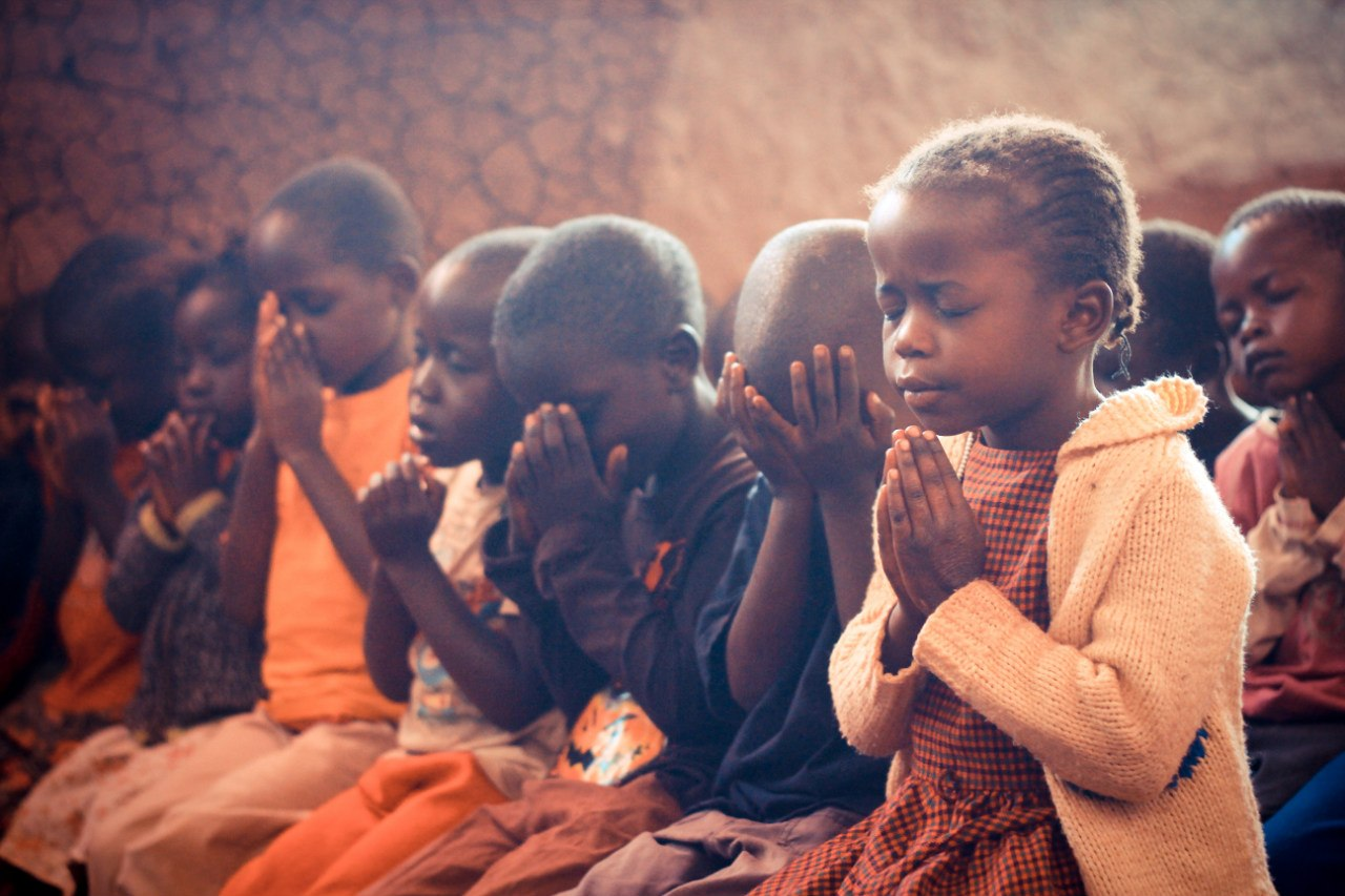 africa_g12_mission_child_pray